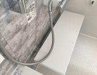 お掃除ラクラクカウンター<br /> 壁と浴槽から離れたデザインで、スポンジひとつでぐるりと一周、お掃除可能です。